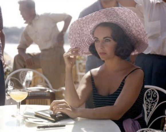 elizabeth taylor drinking cocktail