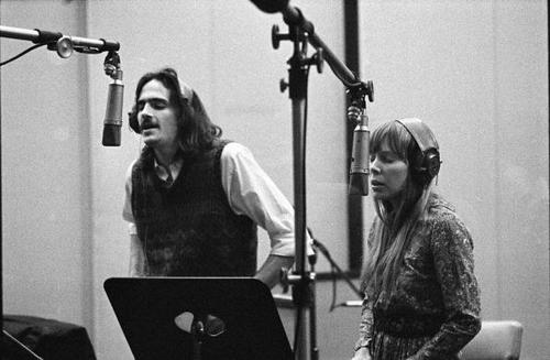 Photo of James TAYLOR and Joni MITCHELL